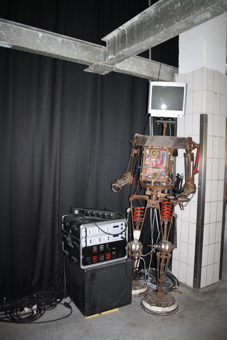 """Entrée salle de spectacle Entre_pont """"Robot erectus"""""""
