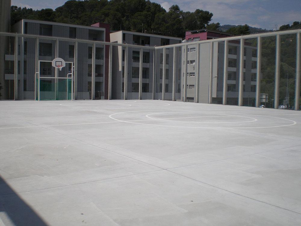 Terrain de basket sur le toit